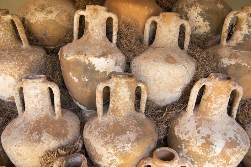 Старая амфора вина гончарни нашла в руинах в замке Bodrum стоковые фотографии rf