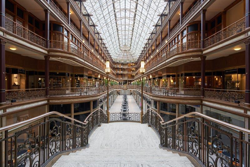 Старая аркада в городском Кливленде стоковые фото