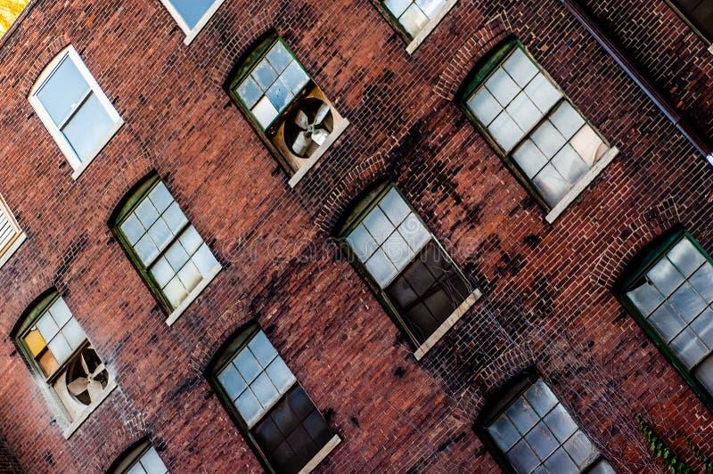 Старая архитектура здания склада кирпича стоковая фотография rf