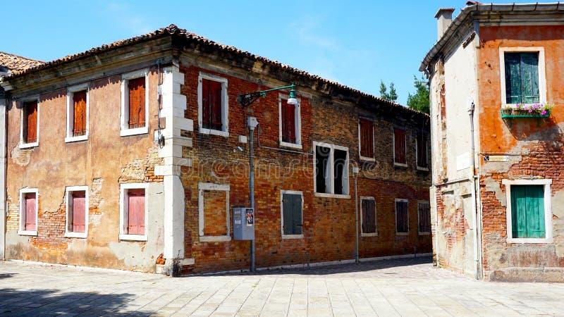 Старая архитектура кирпичного здания в Murano стоковые изображения