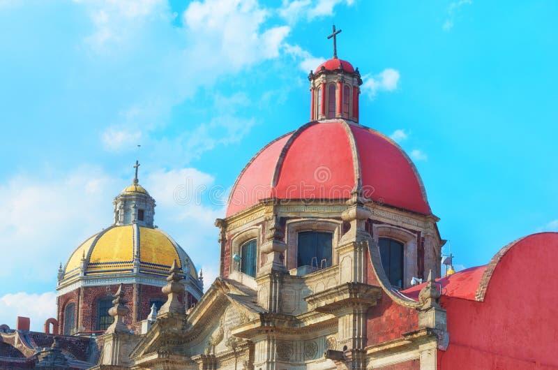 Старая базилика нашей дамы Guadalupe в Мехико стоковые изображения