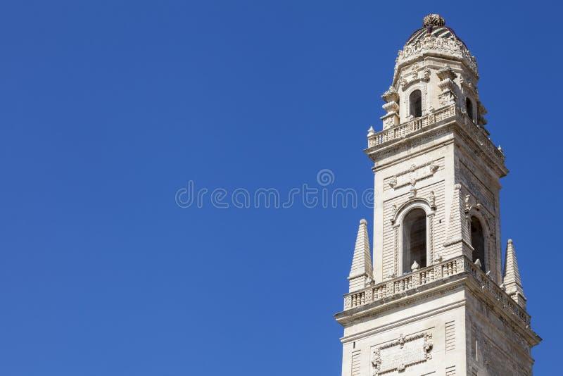 Старая башня в историческом центре Lecce, южной Италии стоковые изображения