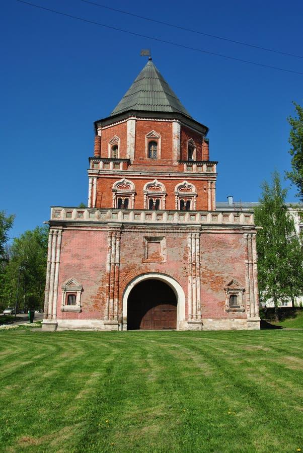Старая башня кирпича стоковые изображения rf