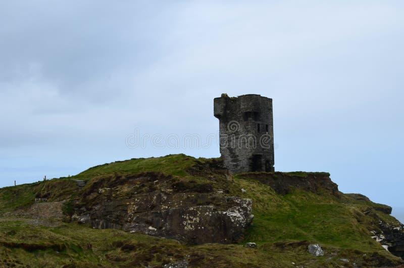 Старая башня на ` s скалы Moher стоковое фото