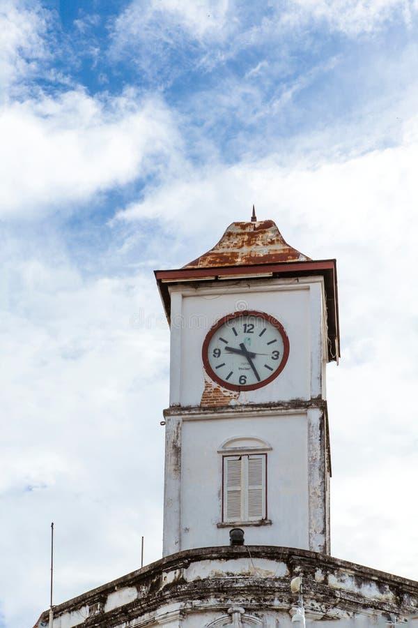 Старая башня с часами стоковая фотография