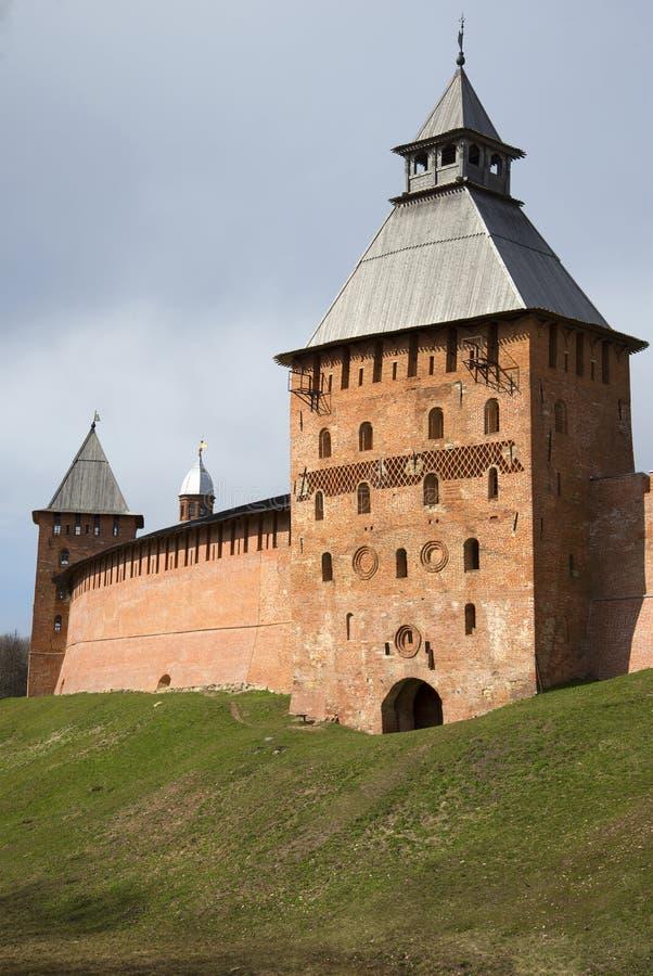 Download Старая башня Spasskaya, весенний день Новгород Detinets, Россия Стоковое Фото - изображение насчитывающей убито, больш: 81810894