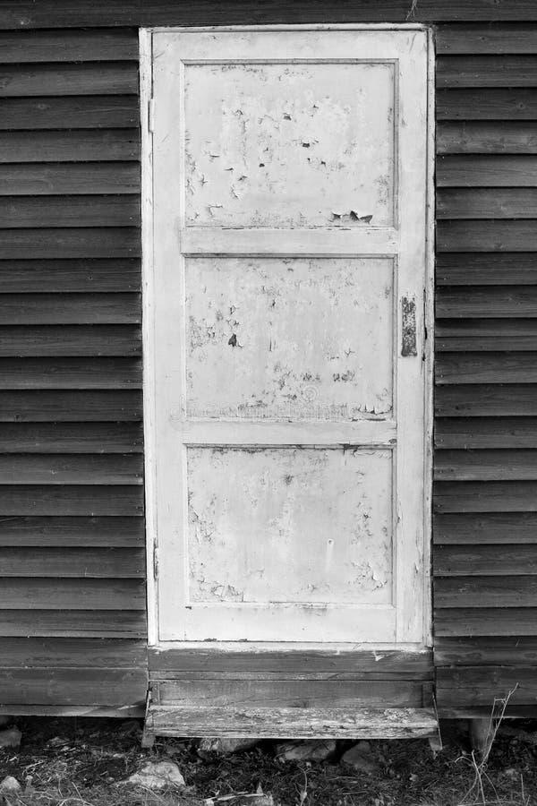 Старая белая деревянная дверь стоковое фото rf