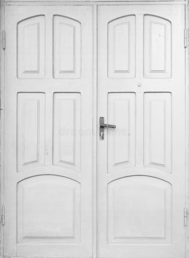 Старая белая деревянная закрытая изолированная текстура дверей стоковое изображение rf