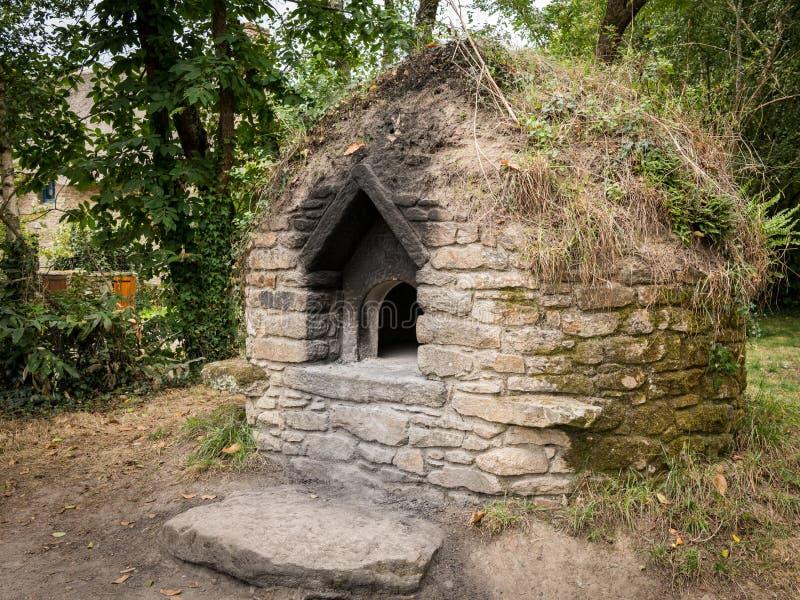 Старая большая печь сделанная камня около lyphard Святого стоковая фотография