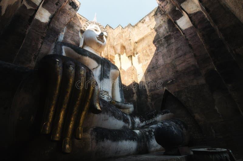 Старая большая статуя Будды в парке Sukhothai историческом на Sukhot стоковые изображения