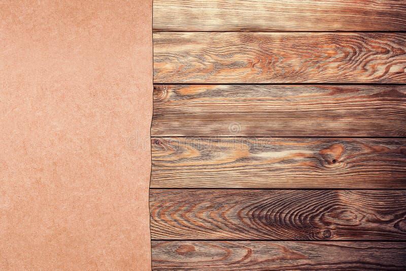 Старая бумага на древесине стоковое изображение