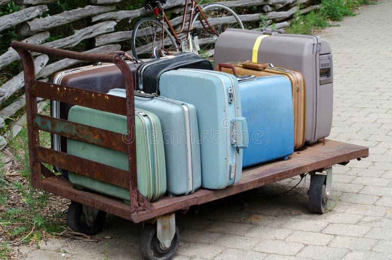 старая вагонетка чемодана Стоковая Фотография RF