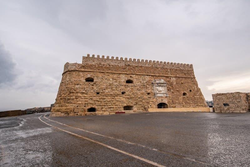 Старая венецианская крепость в городке ираклиона, Крит Koules стоковые изображения