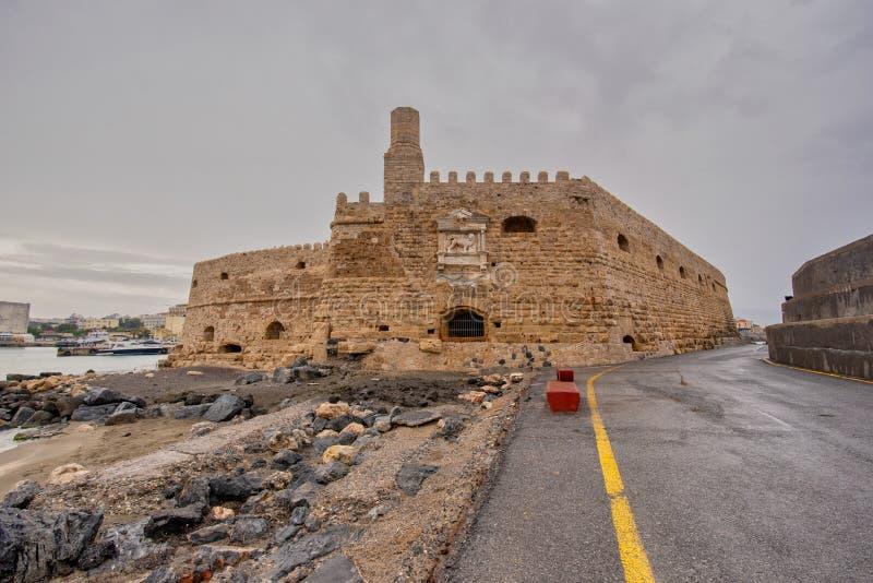 Старая венецианская крепость в городке ираклиона, Крит Koules стоковое изображение