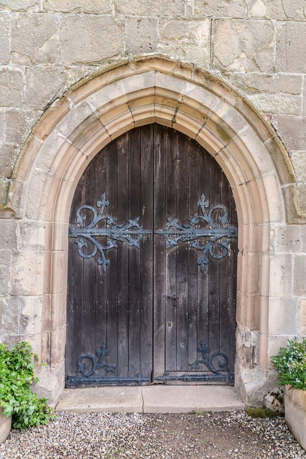 старая двери средневековая стоковые фото