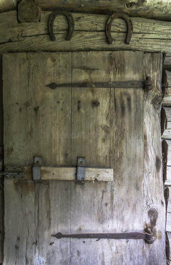 Старая дверь амбара стоковые изображения rf