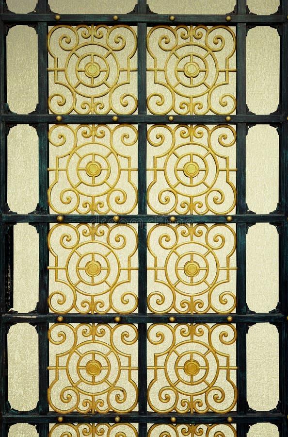 Старая дверь делает по образцу предпосылку года сбора винограда сплавов стоковая фотография rf