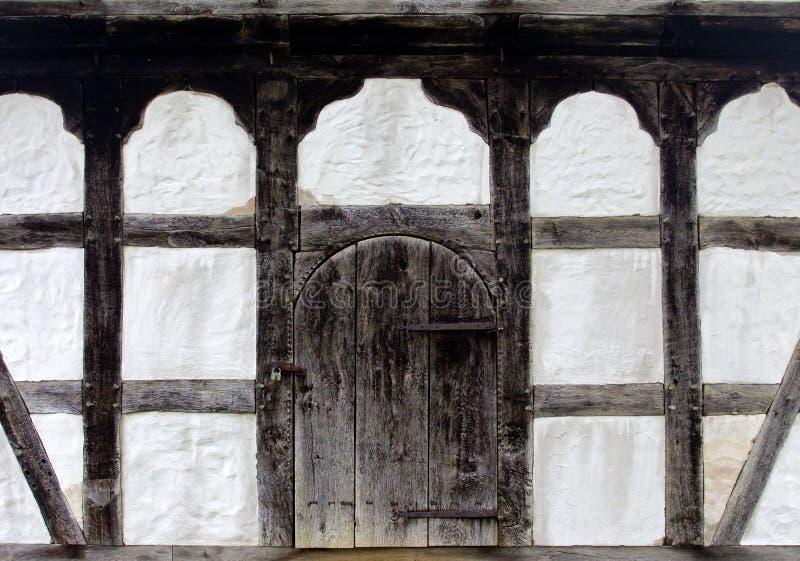 Старая дверь сельского дома стоковая фотография rf