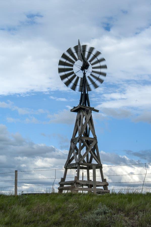 Старая ветрянка Вайоминга деревянная стоковое фото