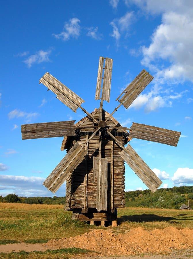 старая ветрянка деревянная стоковая фотография