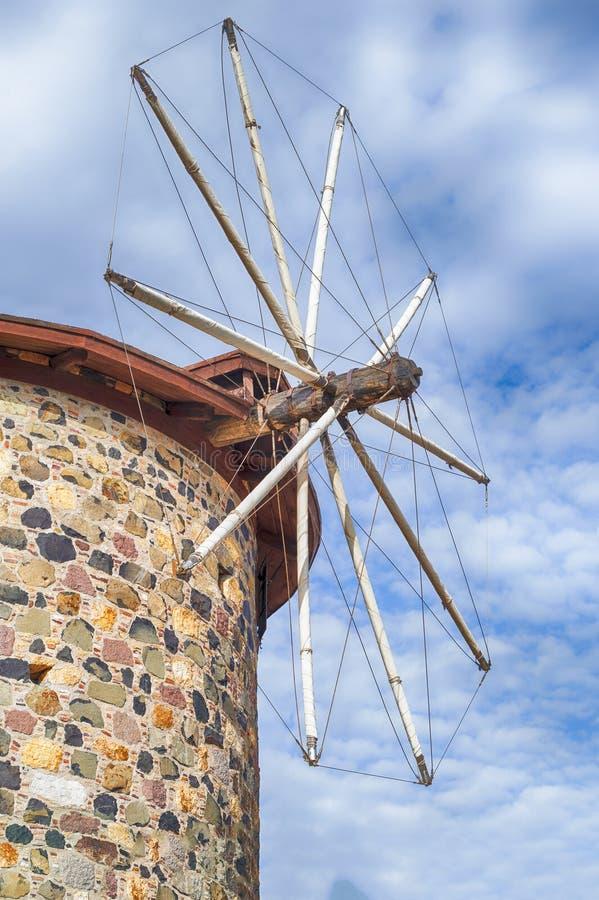 Старая ветрянка на острове Cunda Alibey в Balikesir Турции стоковое изображение