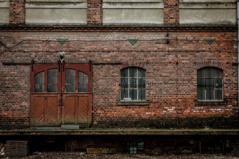 Старая винтажная кирпичная стена стоковые фото
