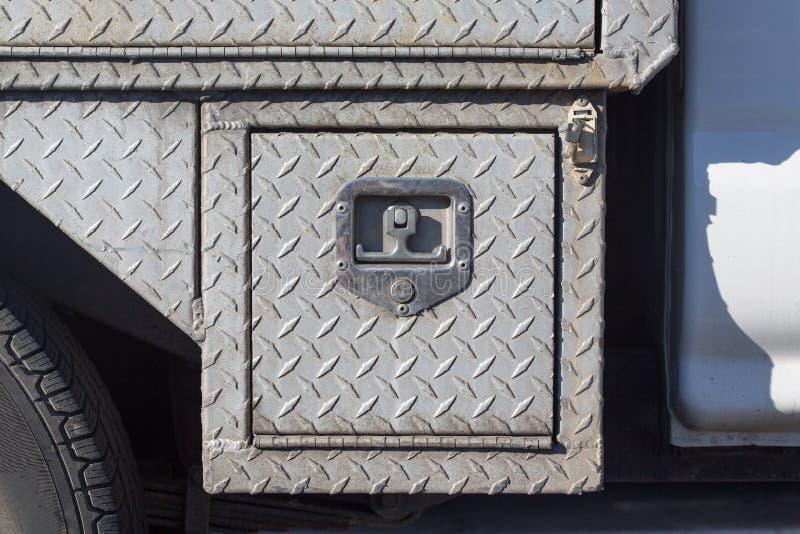 Download Старая внешняя стальная общего назначения предусматрива с плакировкой диаманта Стоковое Изображение - изображение насчитывающей пол, closeup: 81800101