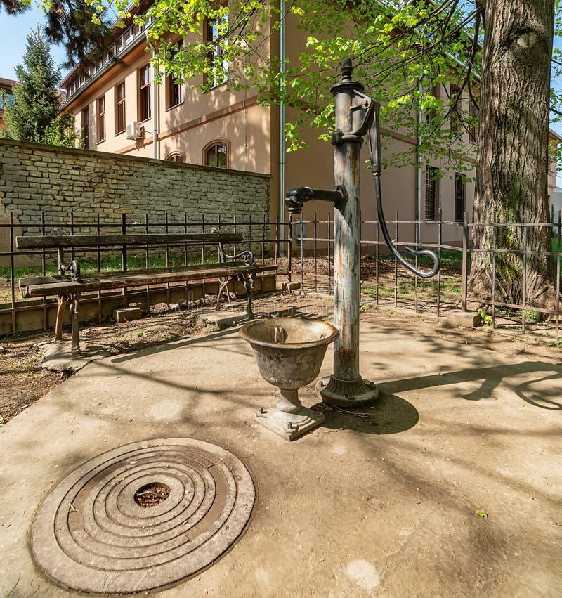 Старая водяная помпа стоковое изображение rf