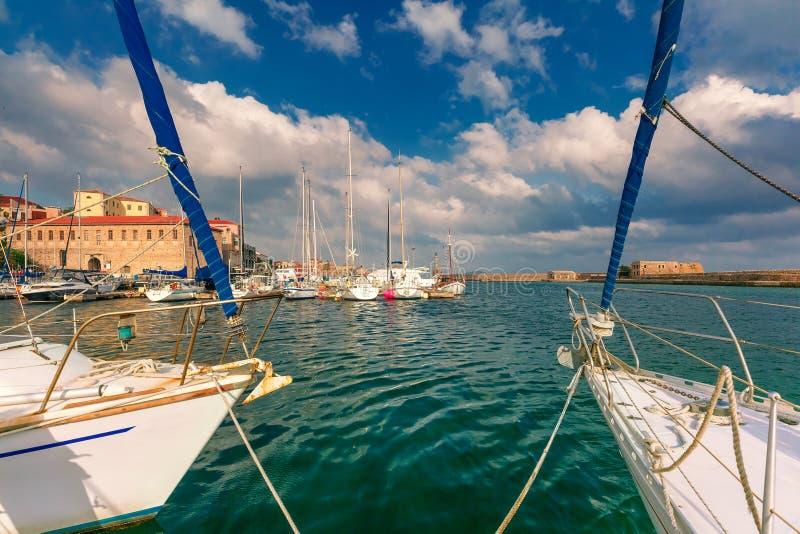 Старая гавань в утре, Chania, Крит, Греция стоковая фотография