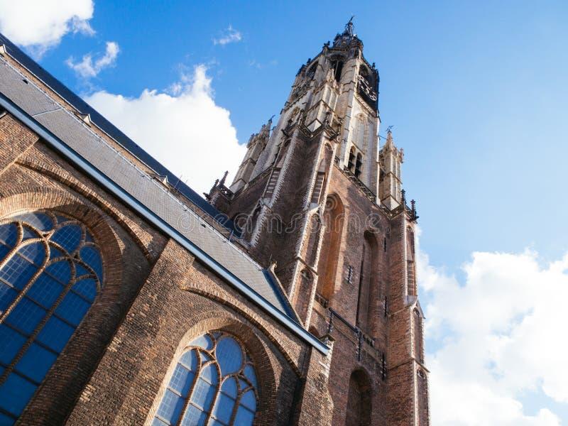 Старая голландская церковь под голубым небом весны стоковая фотография