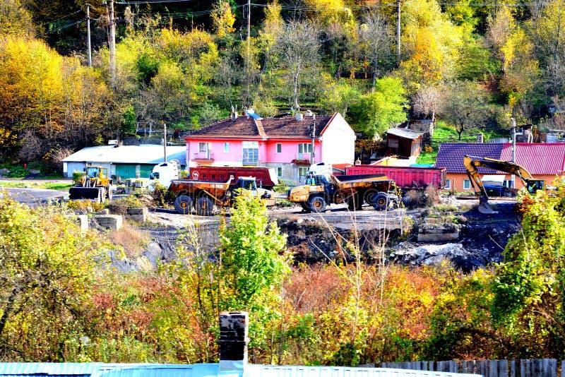 Старая горная железная дорога Оравита-Анина в Банате Типичное зрение в лесах Трансильвании, Румыния Осеннее представление стоковые фотографии rf