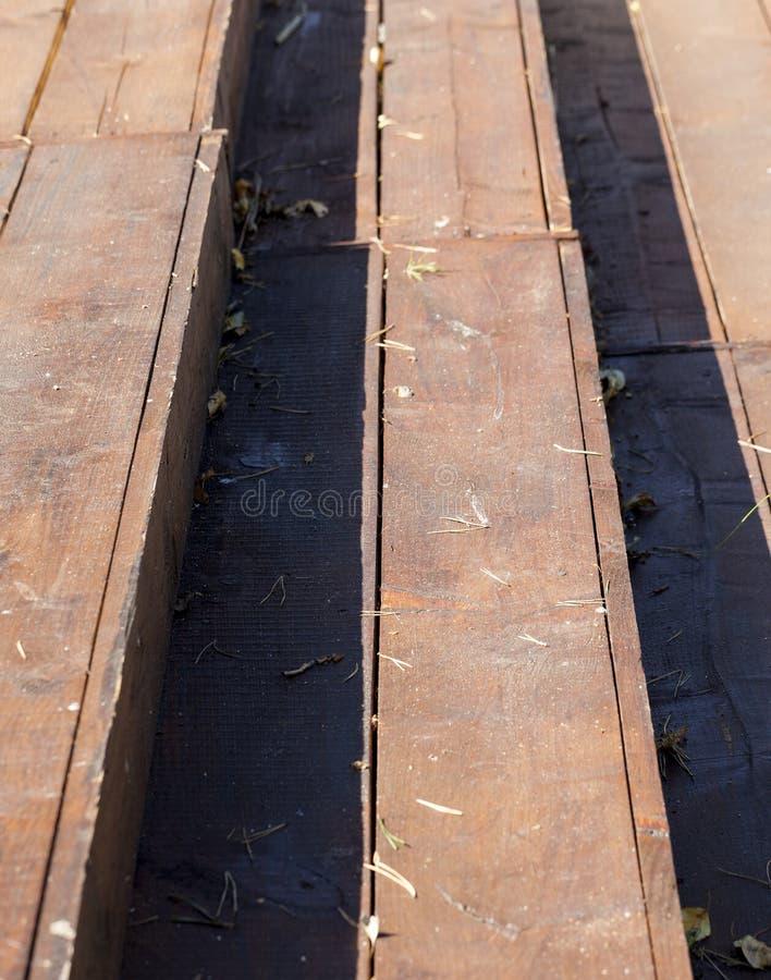 старая грязная деревянная лестница стоковая фотография