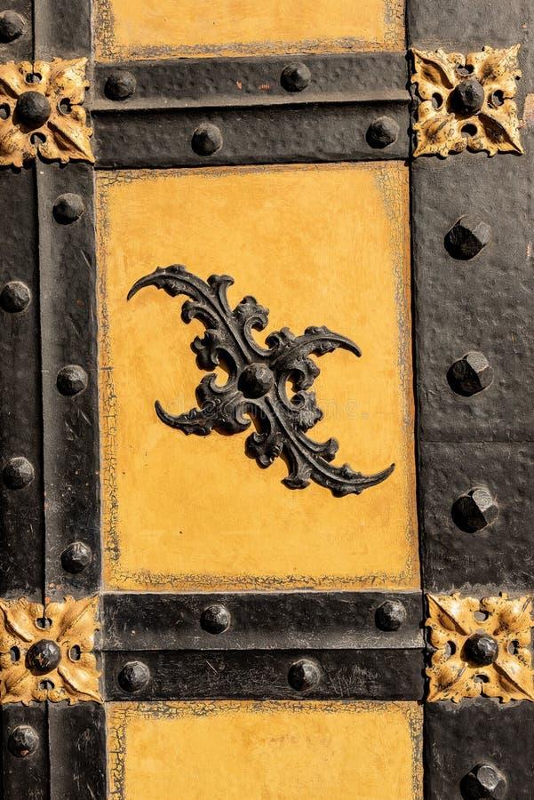 Старая дверь - новая ратуша - Мюнхен Германия стоковые фотографии rf