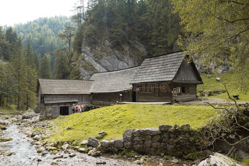 Старая деревянная водяная мельница на dolina Kvacianska стоковая фотография