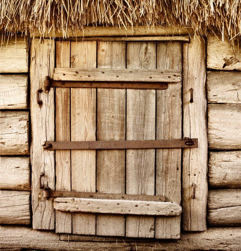Старая деревянная деревенская дверь стоковые изображения rf