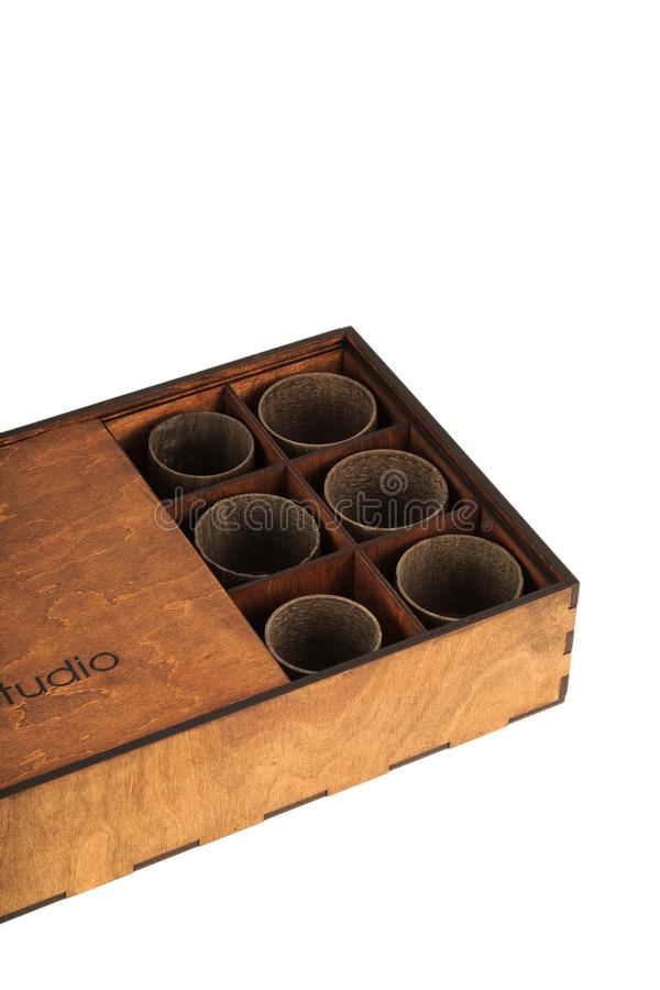 Старая деревянная коробка с деревянными стеклами внутрь стоковые фото