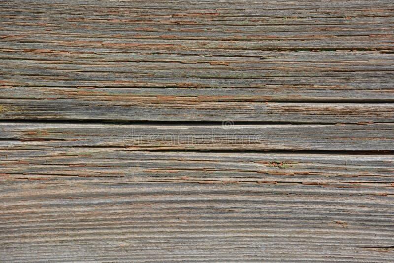 Старая деревянная поверхность с отказами и трассировками старого зеленого цвета и красной краски стоковые изображения rf