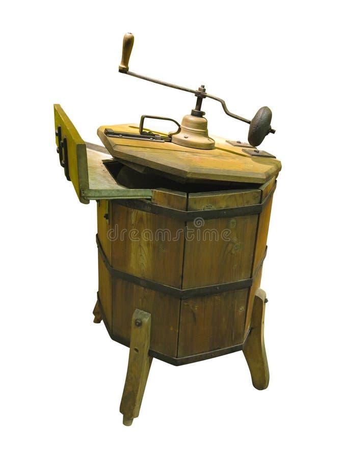 Старая деревянная ручная стиральная машина изолированная над белизной стоковое фото