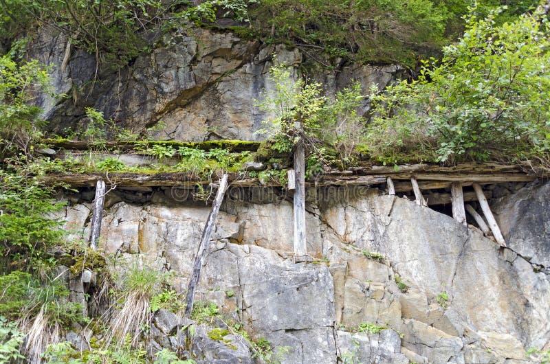 Старая деревянная система водоснабжения стоковая фотография