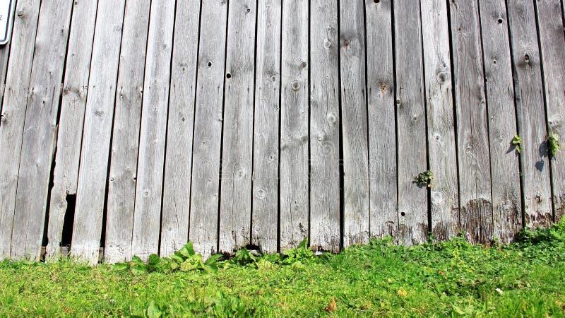 Старая деревянная стена обрабатывать землю малая хата стоковые фотографии rf