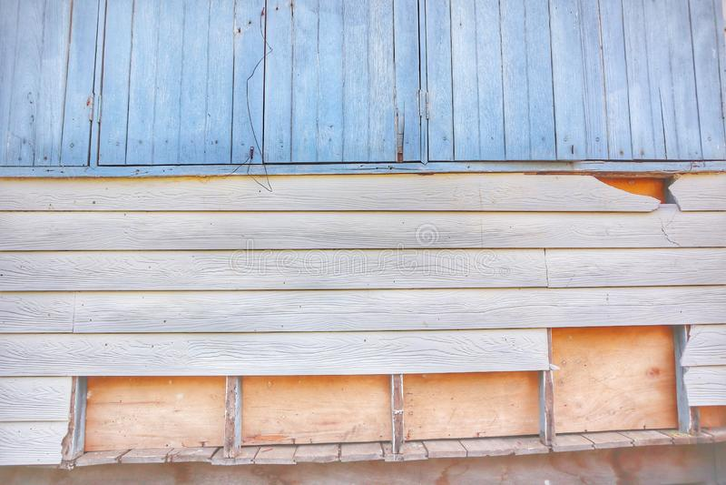Старая деревянная стена, окно, открытый космос, винтажное изображение стиля для абстрактной предпосылки стоковые фото