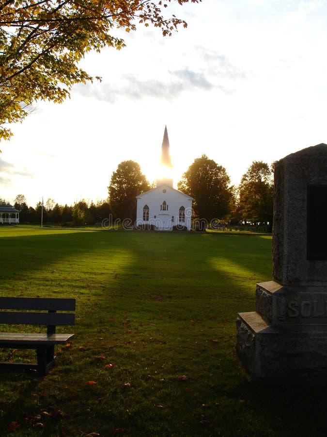Старая деревянная церковь на заходе солнца стоковая фотография rf