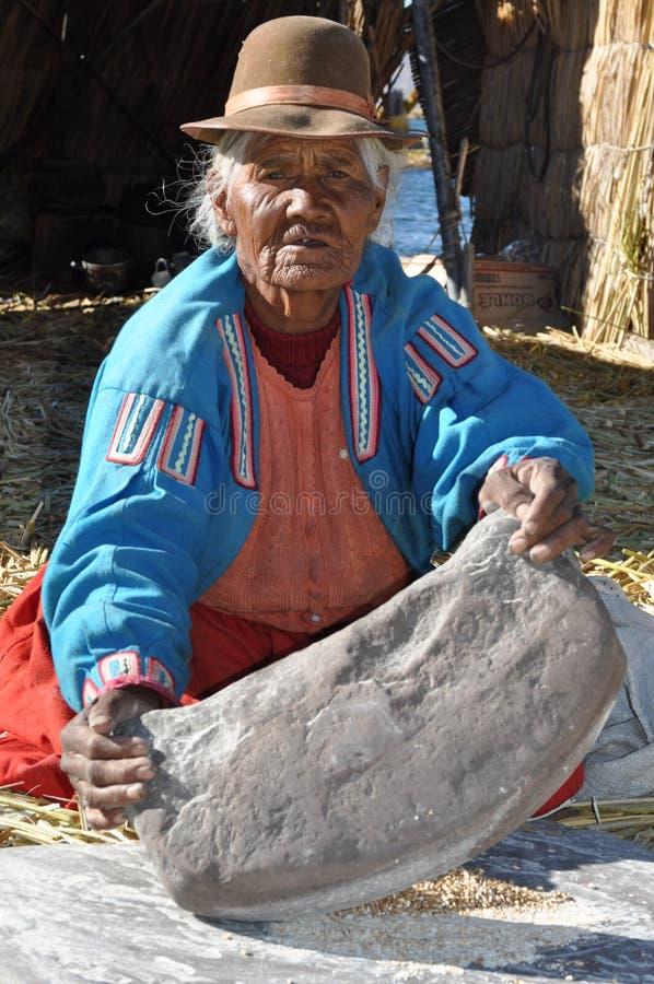 старая деятельность женщины Перу стоковые фотографии rf