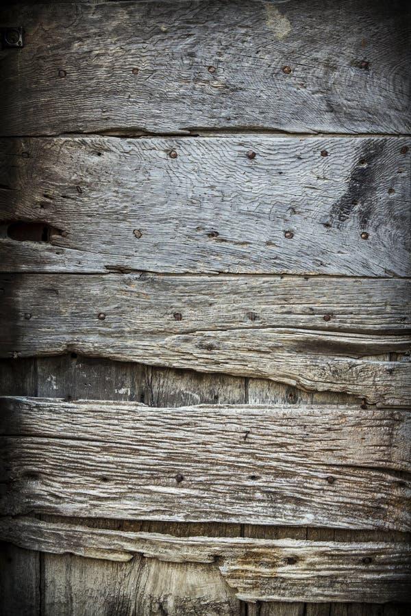 Старая деревенская деревянная дверь стоковые изображения