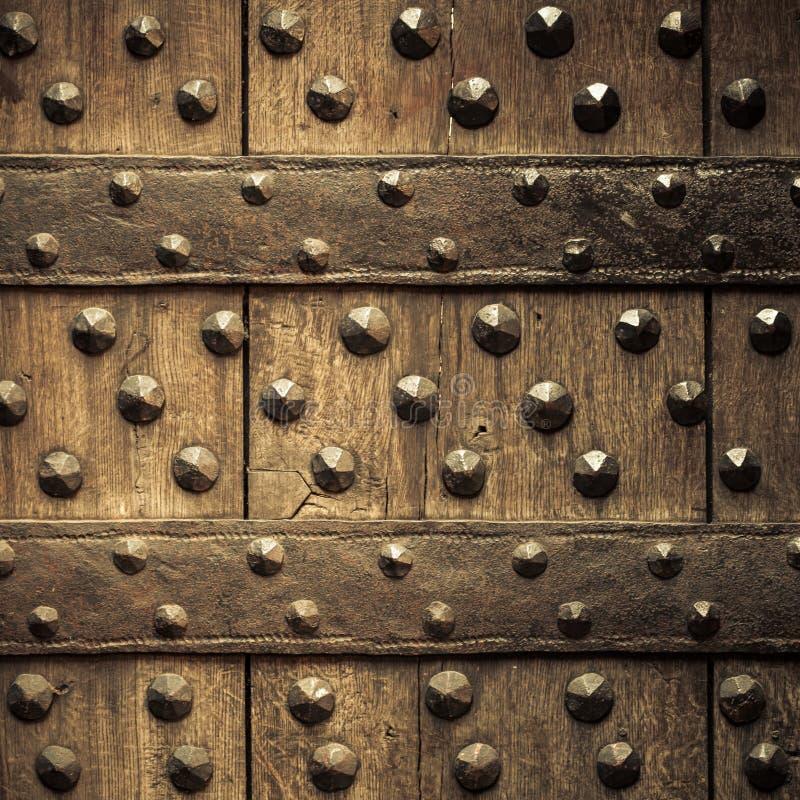 Старая деревянная предпосылка с заклепками металла стоковые фото
