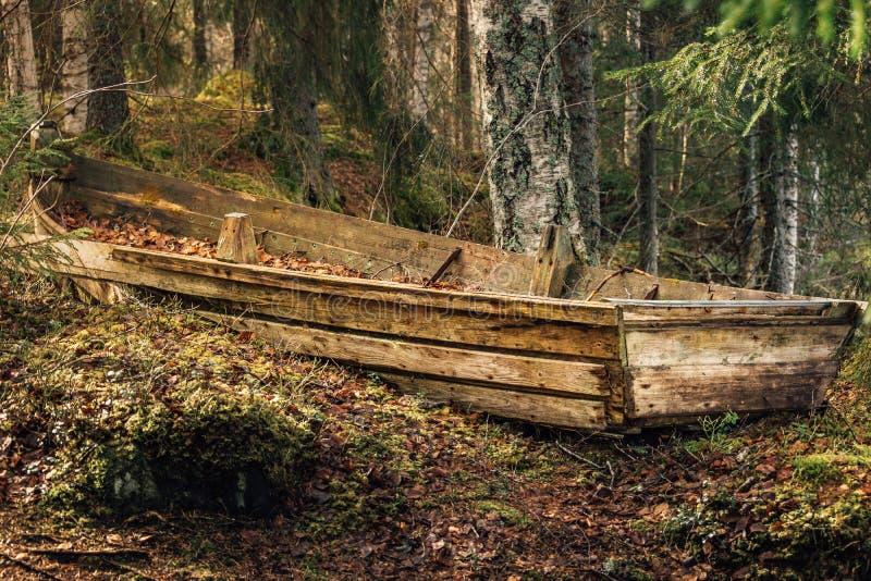 Старая деревянная шлюпка rowing стоковое изображение rf