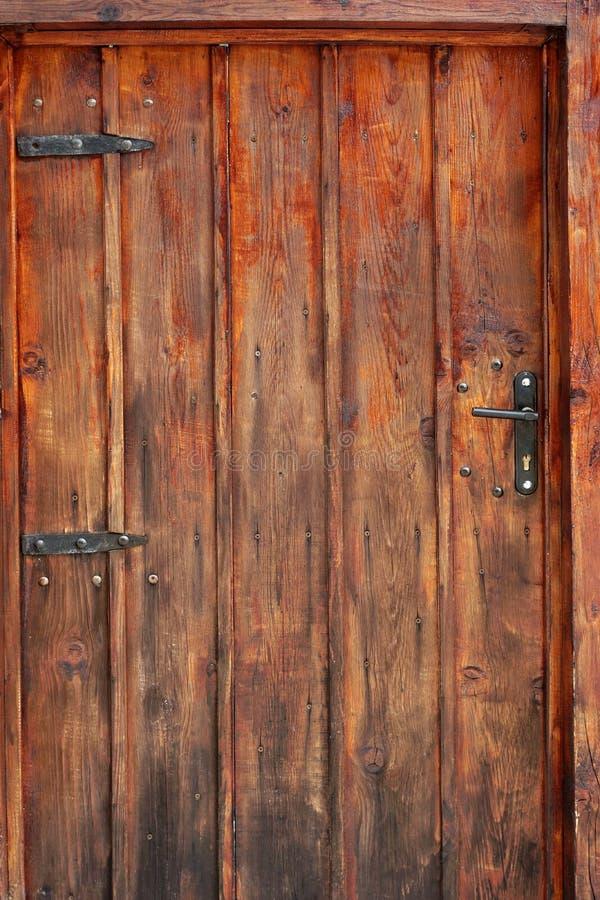 Старая деталь двери Брайна Planked деревянная стоковое фото rf