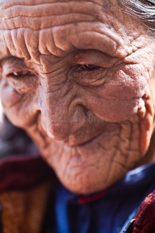 старая женщина тибетца портрета стоковое фото rf