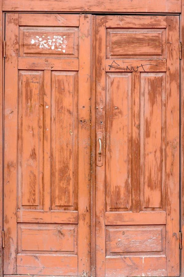 Старая закрытая деревянная дверь entranse стоковая фотография rf