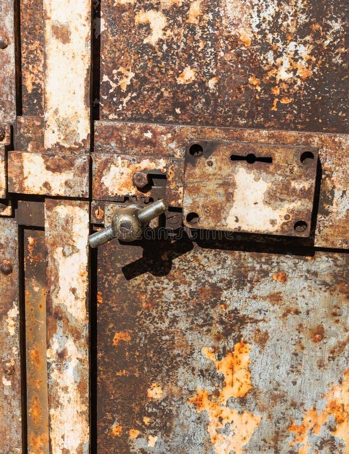 Старая западная дверь тюрьмы городка стоковое изображение rf